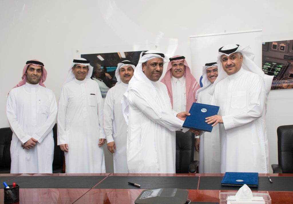 Minister of Transportation signs MoU with Flynas during flight simulator inspection visit to Gulf Aviation Academy